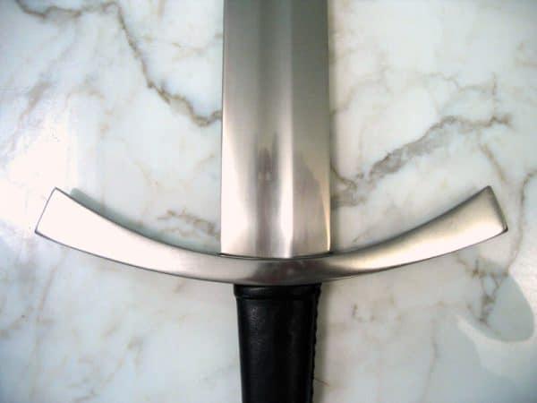 Klassinen keskiaikainen miekka