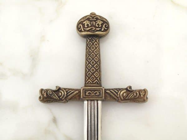 Kaarle Suuren miekka –kirjeenavaaja