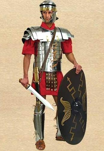 Roomalainen vyö riippuvilla nahkakoristeilla
