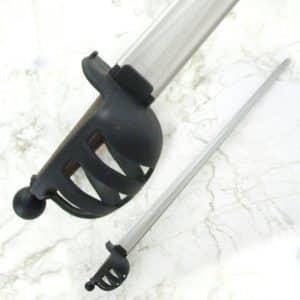 Synteettinen korikahvallinen miekka