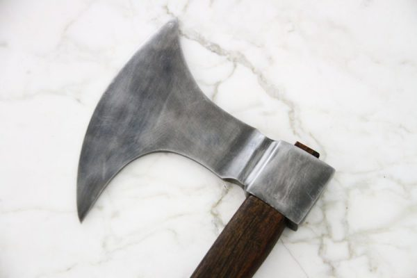 Metsästäjän kirves