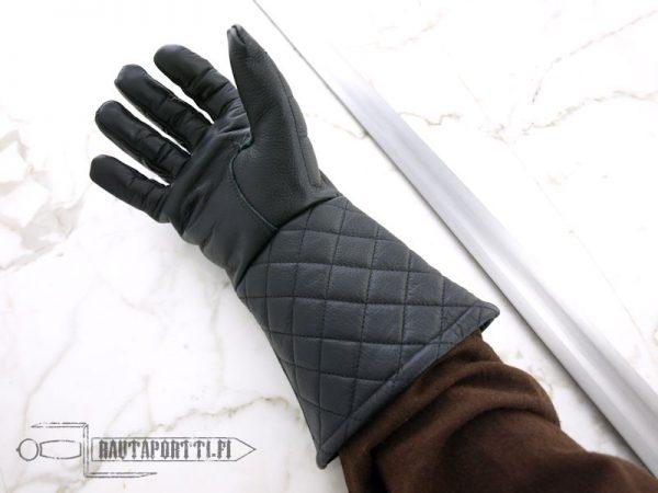 Kevyesti topatut miekkailuhansikkaat