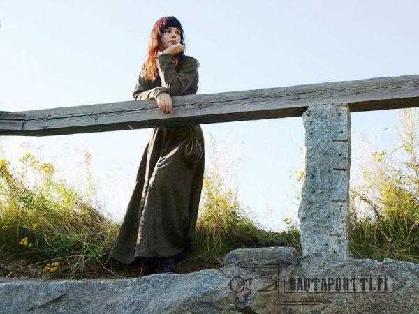Hiekanruskea varhaiskeskiajan mekko