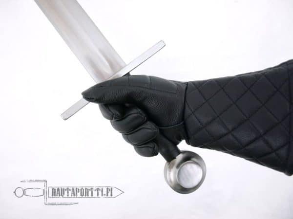 Keskiaikainen yhden käden harjoitusmiekka, 79cm terällä