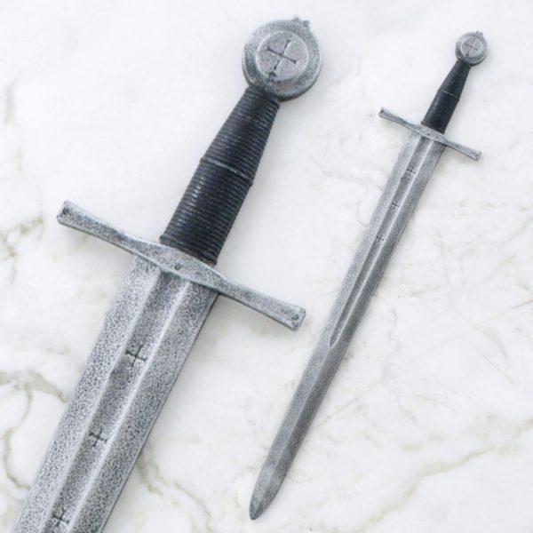 Lasten keskiaikainen miekka